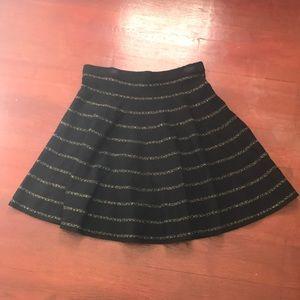 👗black and gold stripe skater skirt
